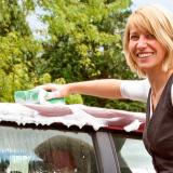 Wer richtig reinigt, hat länger Freude an seinem Cabrio. Foto: dmd/GTÜ