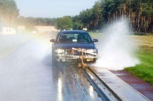 Reifentests zeigen immer wieder, dass Winterreifen nicht erst bei Frost, sondern bereits ab Temperaturen von sieben Grad über Null mehr Sicherheit bieten.